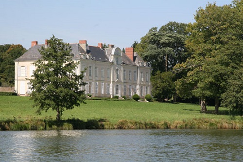 chateau-desnerie-ruban-vert-river-erdre-boat-cruise